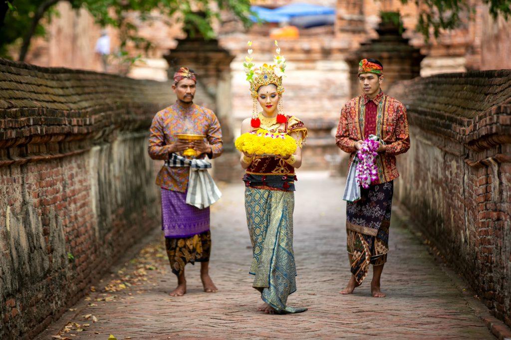Điệu nhảy truyền thống của người phụ nữ tại ngôi đền ở Bali
