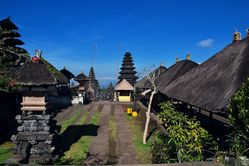 Đoạn đường vào đền Pura Besakih Bali