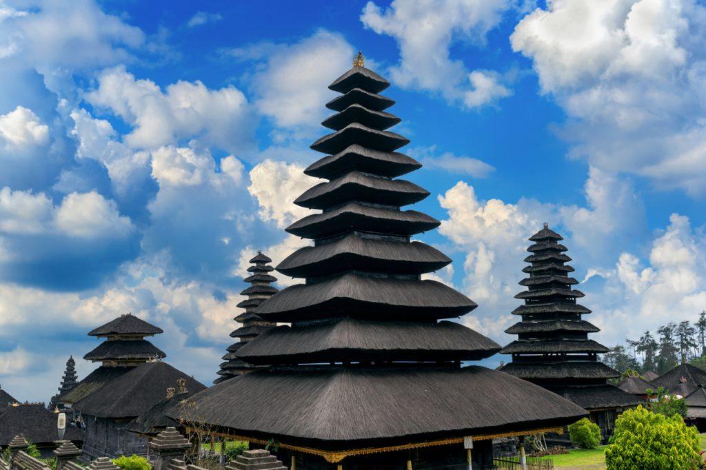 Kiến trúc một ngọn tháp bên trong đền